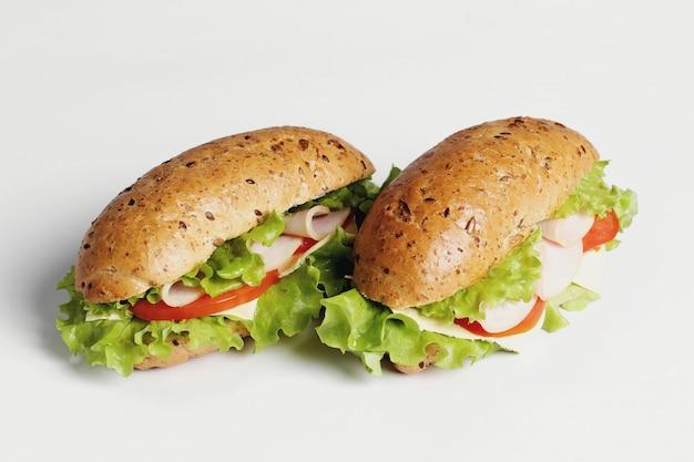 Вкусные бутерброды с салатом