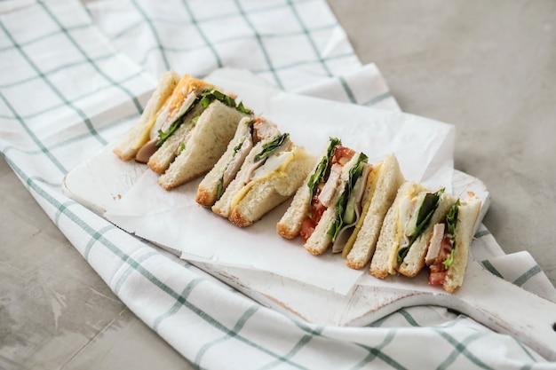 Вкусные бутерброды с белым хлебом