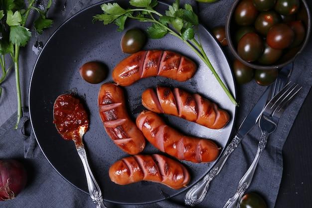Вкусные сосиски на сковороде