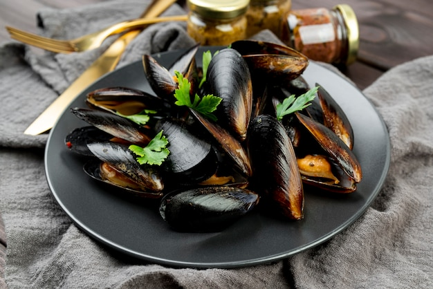 Vista frontale del piatto delizioso dei frutti di mare