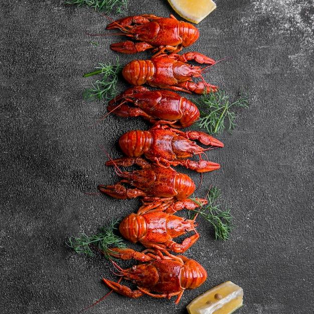 Deliziosi frutti di mare aragosta piatto lay