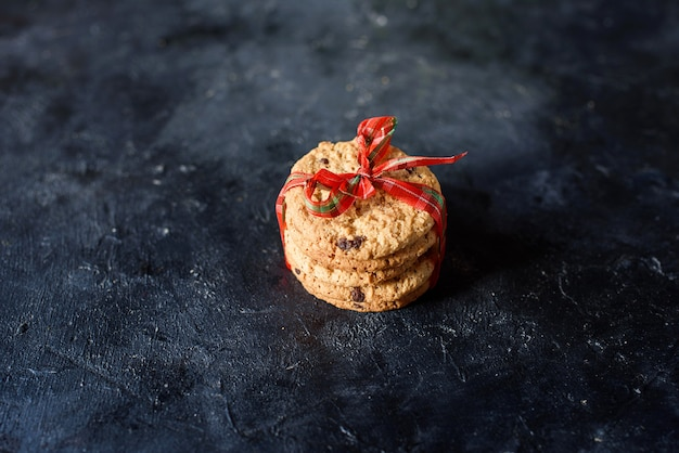 아름 다운 리본으로 초콜릿 조각으로 맛있는 치즈, 아몬드 쿠키. 평면도