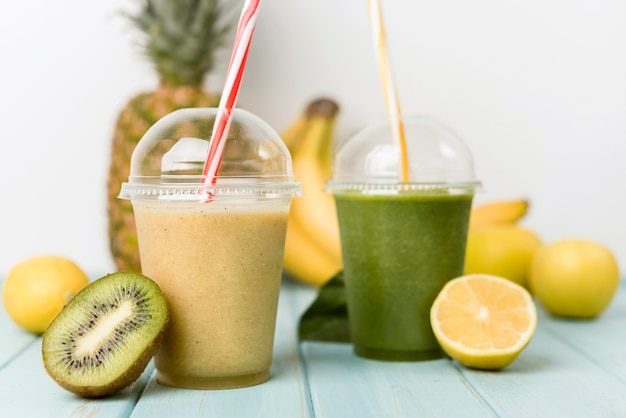 Delicious smoothies with kiwi and lemon