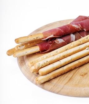 Вкусные закуски на деревянной доске