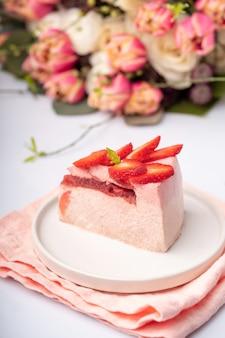 딸기와 맛있는 딸기 냉동 그라데이션 컬러 슬라이스 케이크
