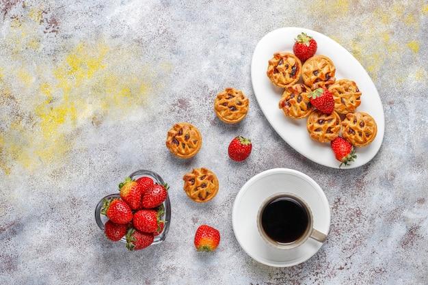 맛있는 딸기 미니 타르트. 무료 사진