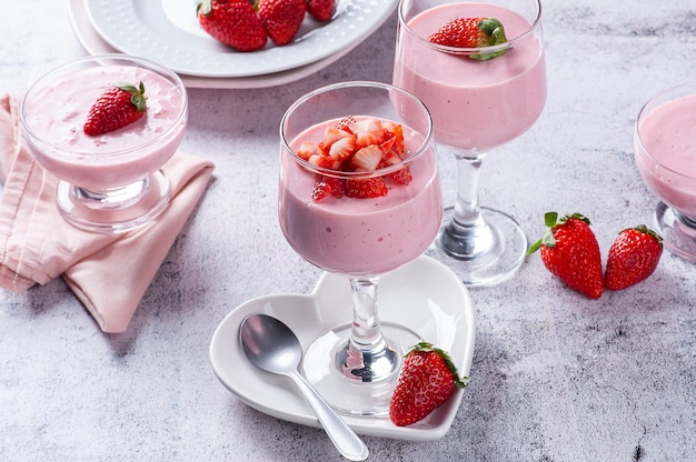 Delicious strawberry mousse in glass bowl with fresh strawberries. copy space