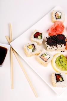 黒皿に美味しいお寿司