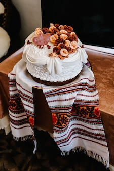 A delicious sweet wedding loaf in the ukrainian style on embroidered towels.