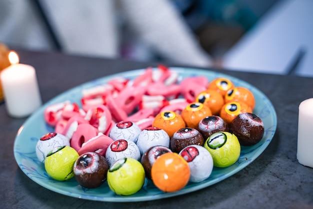 Вкусные сладости на конфетном буфете