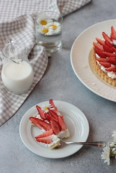Delicious tart with cream and fresh strawberries