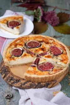 新鮮なイチジクとチーズのおいしいタルト