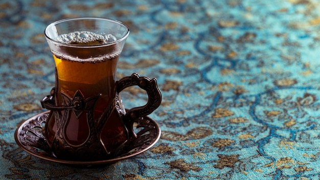 Вкусная чашка чая на тарелке