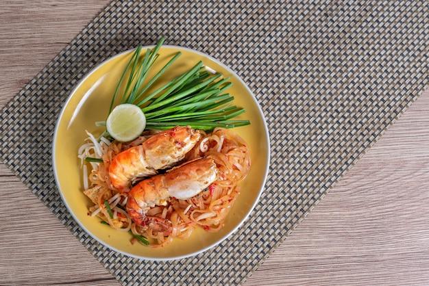 Вкусное тайское блюдо с морепродуктами