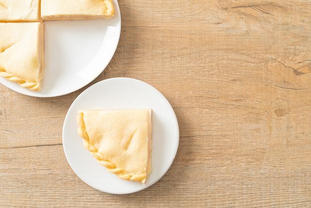 白いプレートにおいしいトディパームパイ