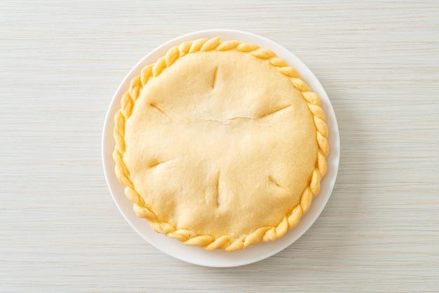 Вкусные пироги с пальмами toddy на белой тарелке