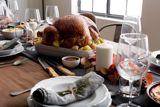 感謝祭の日に準備されたおいしい七面鳥