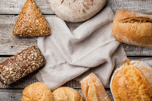Delicious white and whole-grain bread with cloth