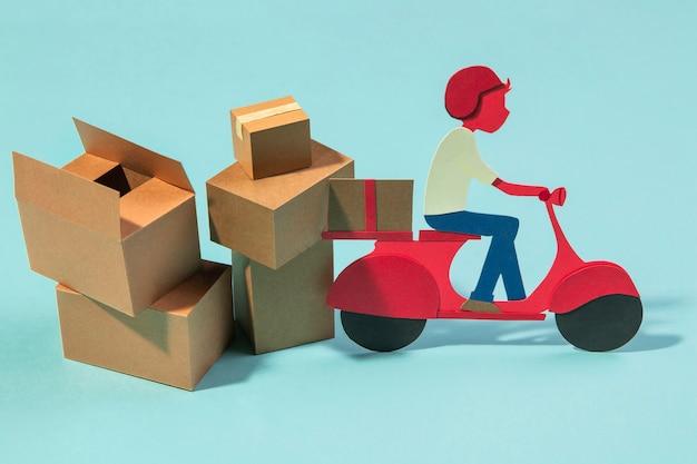 Concetto di consegna con uomo sulla moto