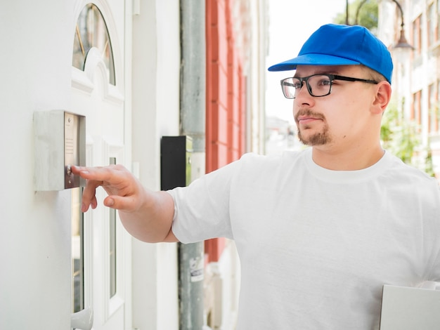 Delivery guy clicking on bell