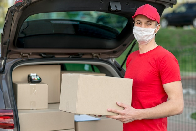 Delivery man wearing mask