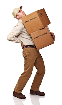 Доставка человек с болью в спине, изолированные на белом фоне