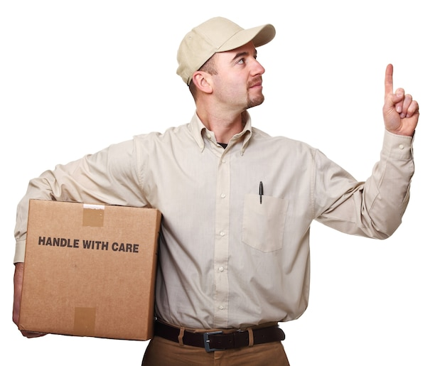 Доставщик с посылкой, изолированные на белом фоне