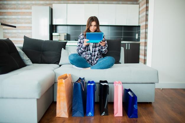 商品や物を家に届けます。オンラインショッピング。