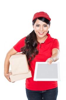 Служба доставки успешно доставляет посылку клиенту