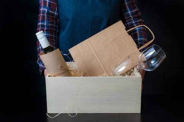 Delivery service packing bag box packer shipping wine glasses sommelier
