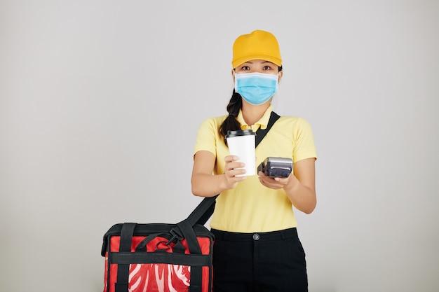 Работник службы доставки