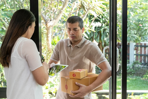 Delivery service worker delivering parcel to recipient.