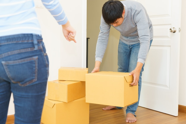 Deliveryman  holding boxes into customer home