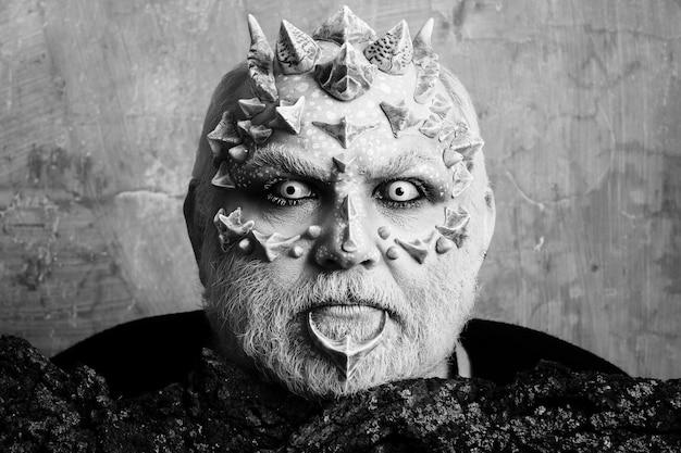 Макияж головы демона рептилии на концепции лица