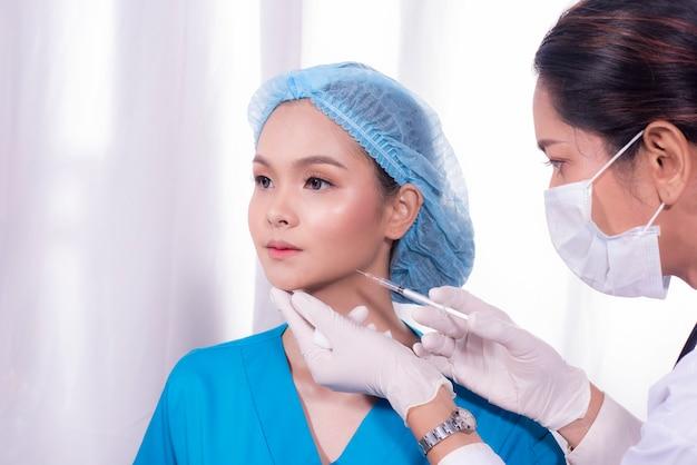 顔面手術へのデモンストレーション注射