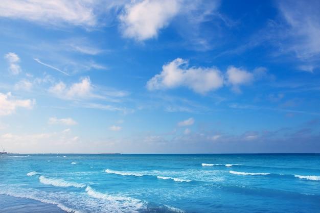 アクア水とデニア地中海の青い海