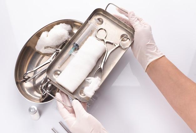 멸균 포장 된 치과 용 기기