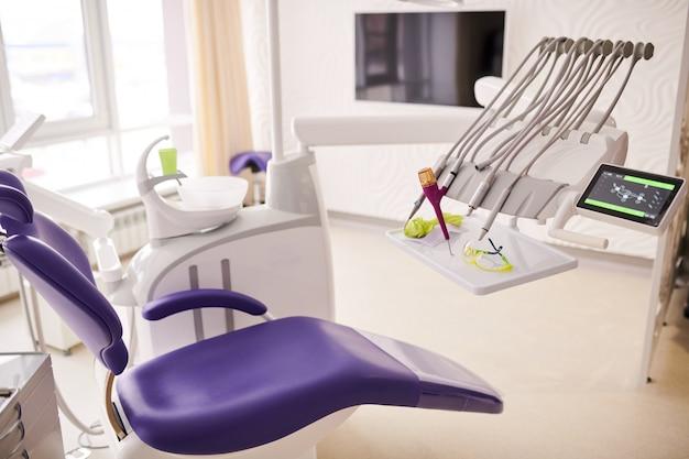 Стоматологическое кресло в современной клинике