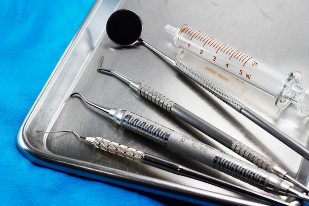 Dental instrument set in stainless tray