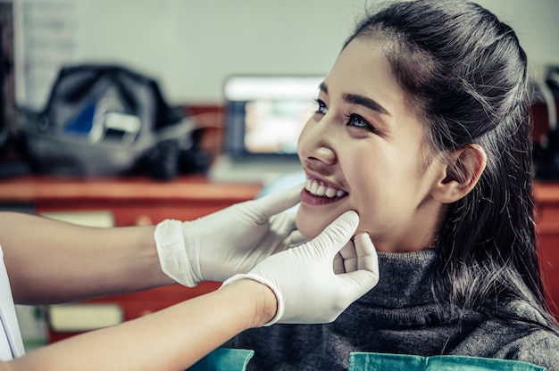 The dentist examines the patient's teeth.