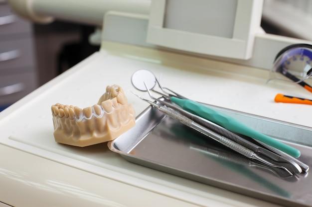 Dentist instruments