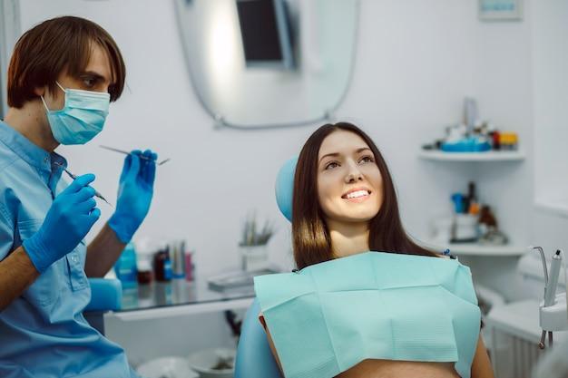 Стоматолог готовы лечить своего пациента