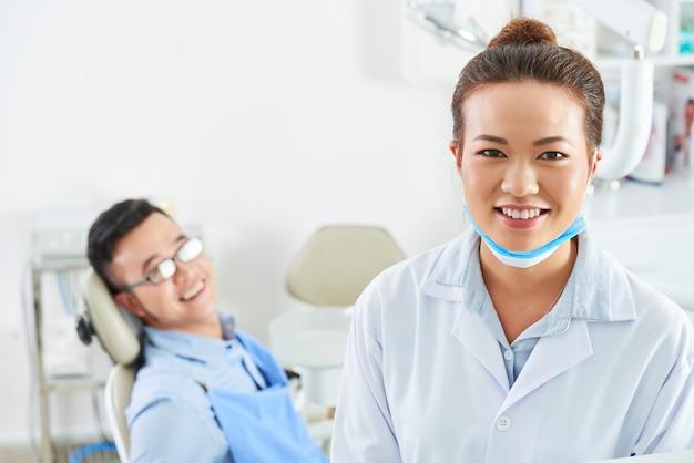 クリニックで働く歯科医