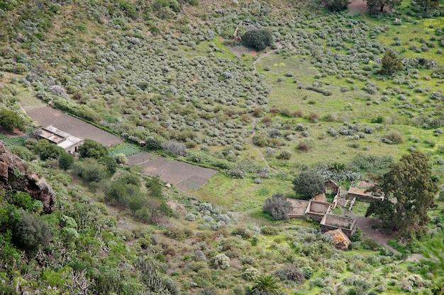 Заброшенная ферма в вулканическом кратере на гран-канарии