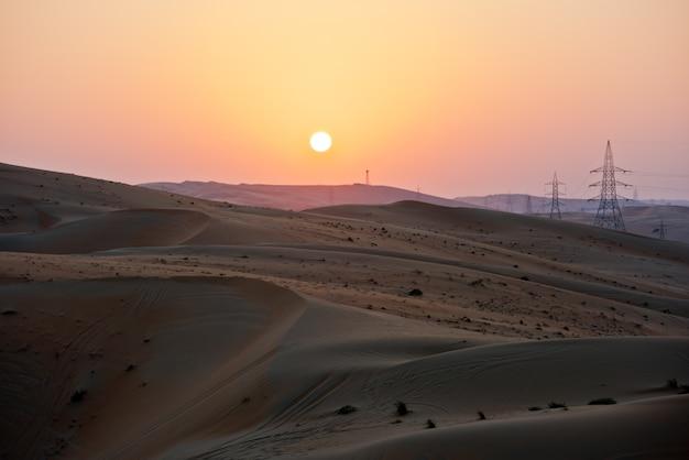 Пустынные дюны в ливе, объединенные арабские эмираты