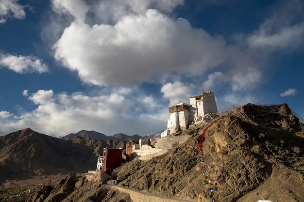 インド、ヒマラヤのlehハイウェイの砂漠の風景