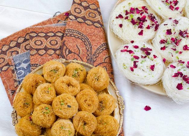 インドの伝統的な甘い食べ物desi ghee ki pheni