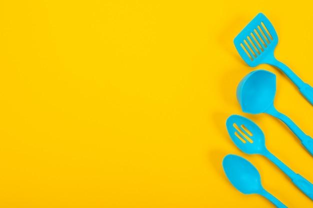 黄色の台所用品のデザインコンセプト