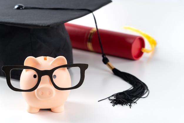 직업을 찾고 돈을 벌고 저축하는 것을 배우려는 새로운 신선한 졸업생의 디자인 컨셉.