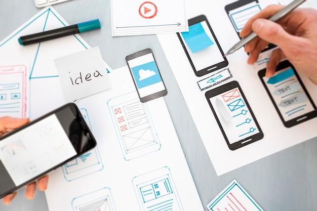 Design development of graphic web applications for mobile phones.